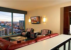 Suites at Elara Las Vegas Strip (No Resort Fees) - ラスベガス - リビングルーム