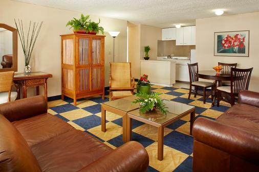 エバ ホテル ワイキキ - ホノルル - リビングルーム