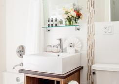 Condor Hotel - ブルックリン - 浴室
