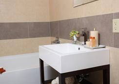 ポイント プラザ ホテル - ブルックリン - 浴室