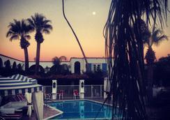 The Mediterraneo Resort - Palm Springs - プール