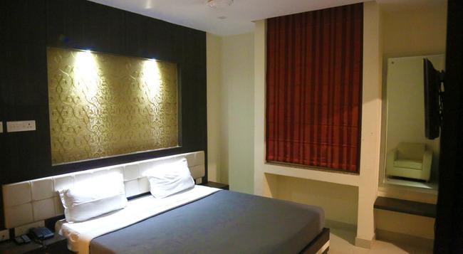 Hotel Dolphin International - バラナシ - 寝室