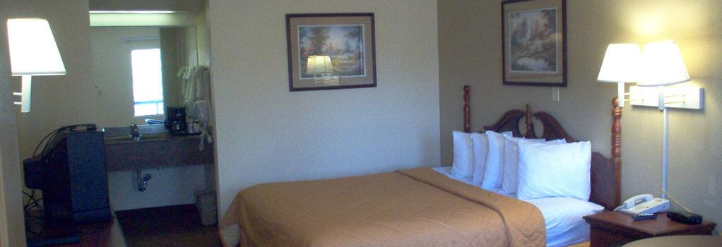 Days Inn & Suites Savannah Midtown - サバンナ - 寝室