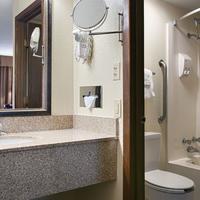 Best Western Center Pointe Inn Guest Bathroom