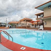 Best Western Center Pointe Inn Seasonal Outdoor Pool & Hot Tub