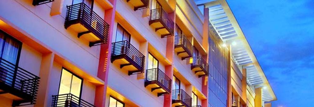 Aston Pontianak Hotel and Convention Center - Pontianak - 建物