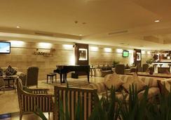 アストン トロピカーナ ホテル バンドン - バンドン - バー