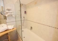 ホテル ウェーバー アンバサダー - Capri - 浴室