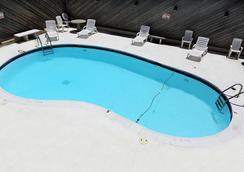 Blue Marlin Inn & Suites - バージニア・ビーチ - プール