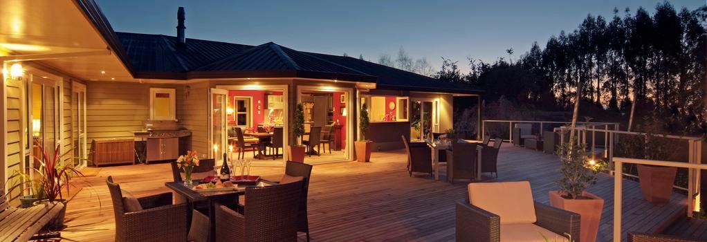 Kauri Point Luxury Bed & Breakfast - タウポ - 建物