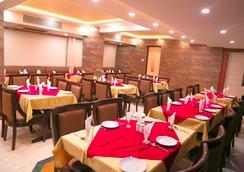 Hotel Golden Plaza - アーメダバード - レストラン