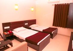 Hotel Golden Plaza - アーメダバード - 寝室