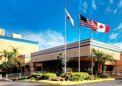 ユニバーサル パームス ホテル - フォート・ローダーデール - 建物
