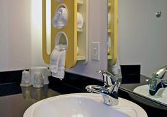 Motel 6 Salisbury - Salisbury - 浴室