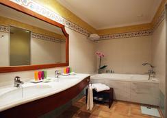 Portblue La Quinta Menorca Hotel & Spa - シウタデリャ - 浴室