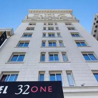 ホテル 32ワン Hotel Front