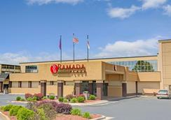 Ramada Plaza Charlotte Airport Hotel and Conferenc - シャーロット - 建物