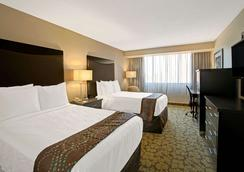 Ramada Plaza Charlotte Airport Hotel and Conferenc - シャーロット - 寝室