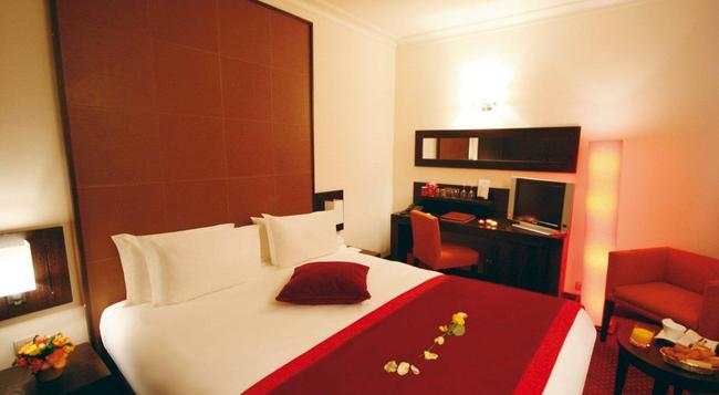 ウェストサイド アルク ド トリヨーンフ ホテル - パリ - 寝室