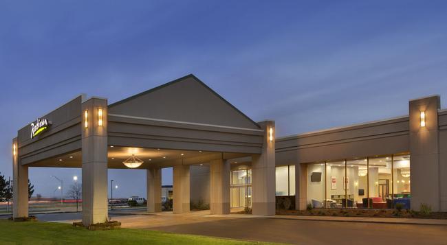 Radisson Hotel Detroit Metro Airport - ロムルス - 建物