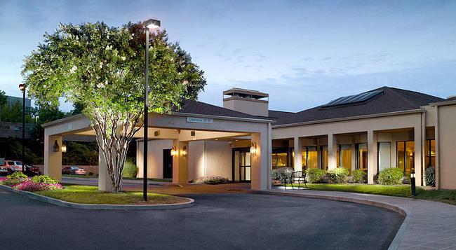 Courtyard by Marriott Atlanta Windy Hill Ballpark - アトランタ - 建物