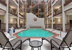 Hilton Garden Inn San Antonio Airport - サンアントニオ - プール