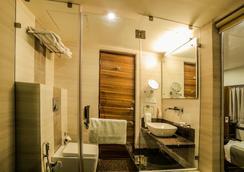 The Basil Park - Bhavnagar - 浴室