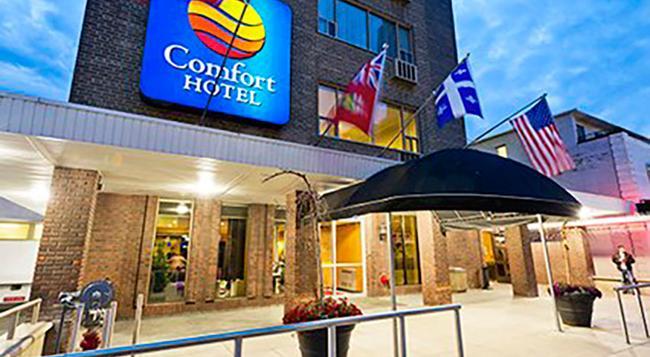 コンフォート ホテル ダウンタウン トロント - トロント - 建物