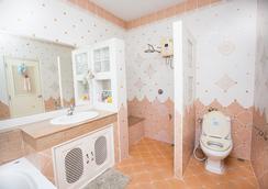 Racha Herb Gardens - チェンマイ - 浴室