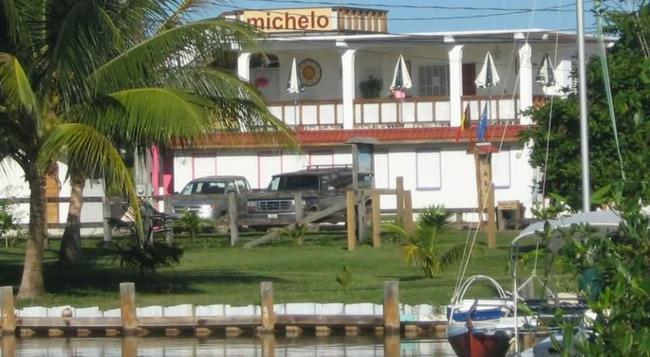 Michelo Suites - Placencia - 建物