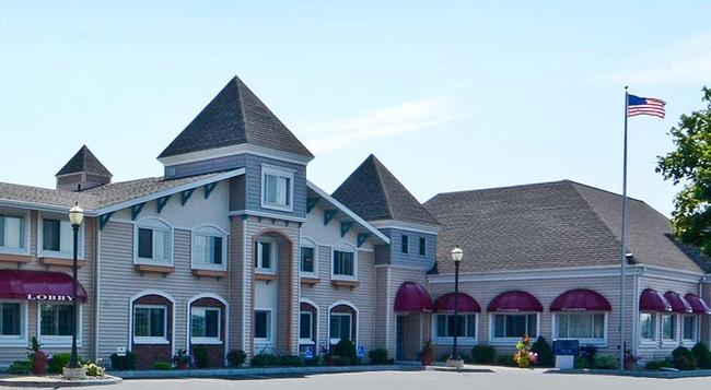 Magnuson Grand Pioneer Inn And Suites - Escanaba - 建物