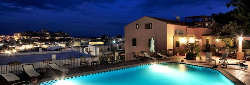 Hotel Villa De Pasquale - リーパリ - プール