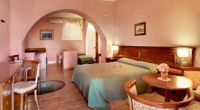 Hotel Villa De Pasquale - リーパリ - 寝室