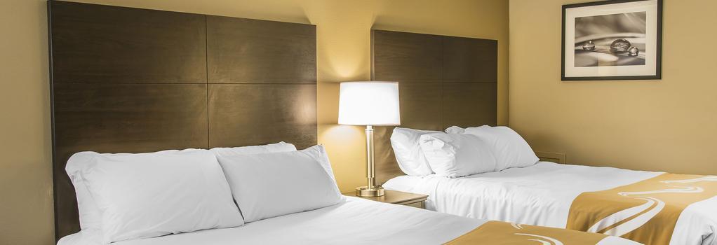 Quality Inn & Suites - Houghton - 寝室