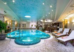 Carlsbad Plaza Medical Spa & Wellness Hotel - カルロヴィ・ヴァリ - プール