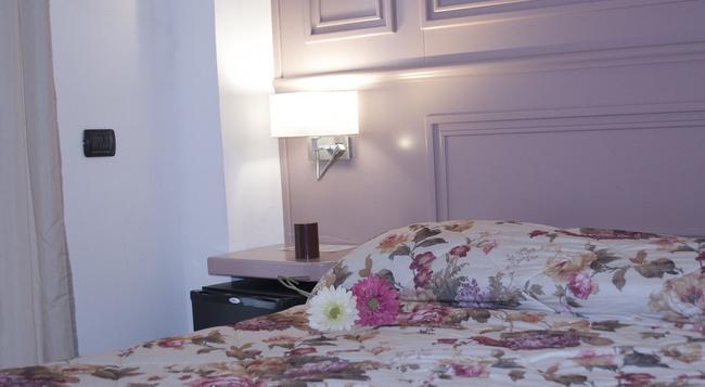 B&B スル コルソ - サレルノ - 寝室