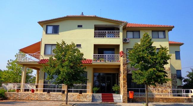 Hotel Viktoria - ティラナ - 建物