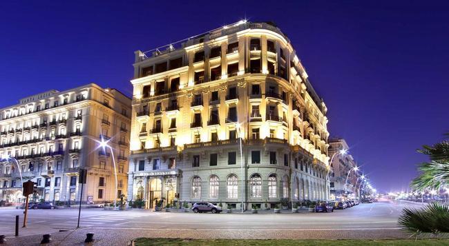 ユーロスターズ ホテル エクセルシオール - ナポリ - 建物