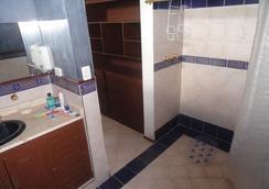 Hostal Los Juanes - Hostel - アルメニア - 浴室