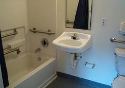 Budgetel Inn & Suites - バーミングハム - 浴室
