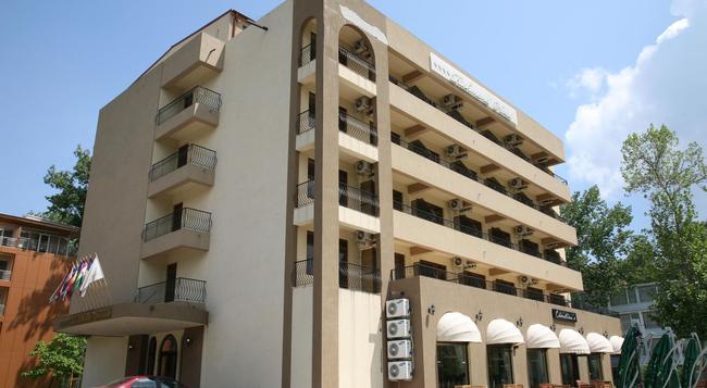 Richmond Hotel - ママイア - 建物
