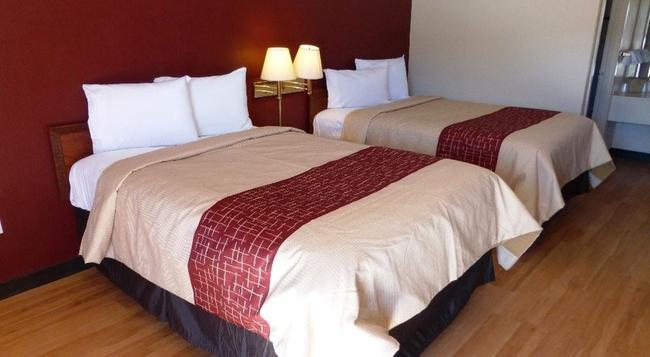 Red Roof Inn & Suites Texarkana - Texarkana - 寝室