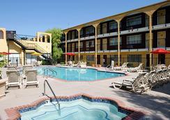 マルディグラ ホテル&カジノ - ラスベガス - プール