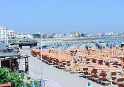 Hotel Maria Serena - リミニ - ビーチ