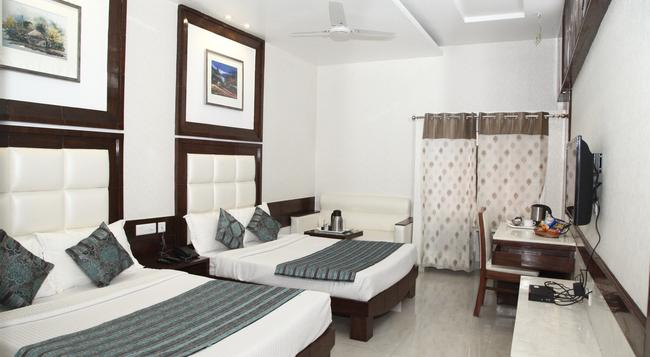 Hotel Emerald - Chandigarh - 寝室