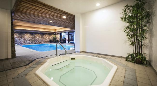 トンプソン ホテル & カンファレンスセンター - Kamloops - プール