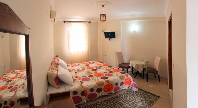 アカイ ホテル - セルチュク - 寝室