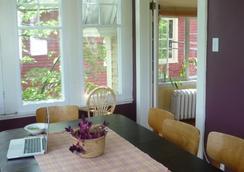 C'mon Inn Hostel - モンクトン - レストラン