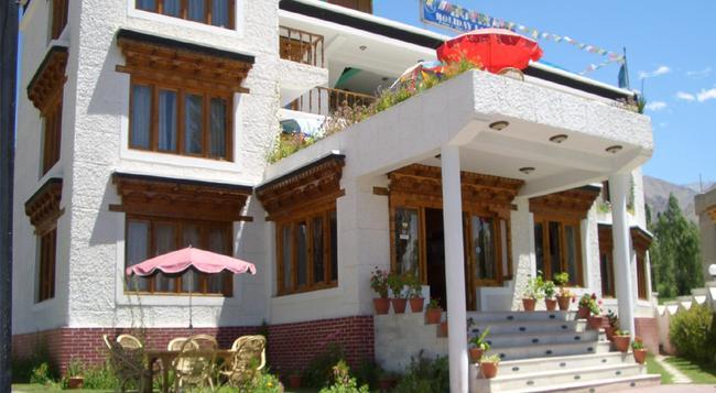 Hotel Holiday Ladakh - Leh - 建物