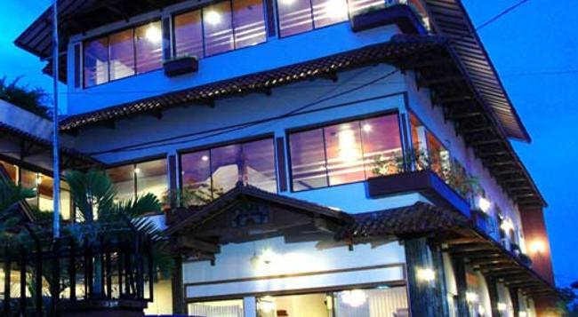 Kenangan Hotel - バンドン - 建物